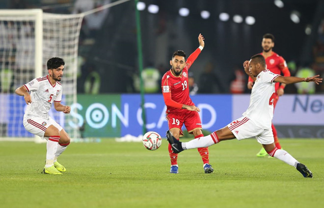 Chủ nhà UAE chật vật giành 1 điểm ở trận ra quân Asian Cup 2019-1