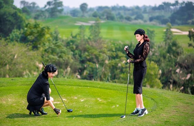 Thúy Hằng - Thúy Hạnh cổ điển và sang trọng khi hóa thân làm golf thủ-12