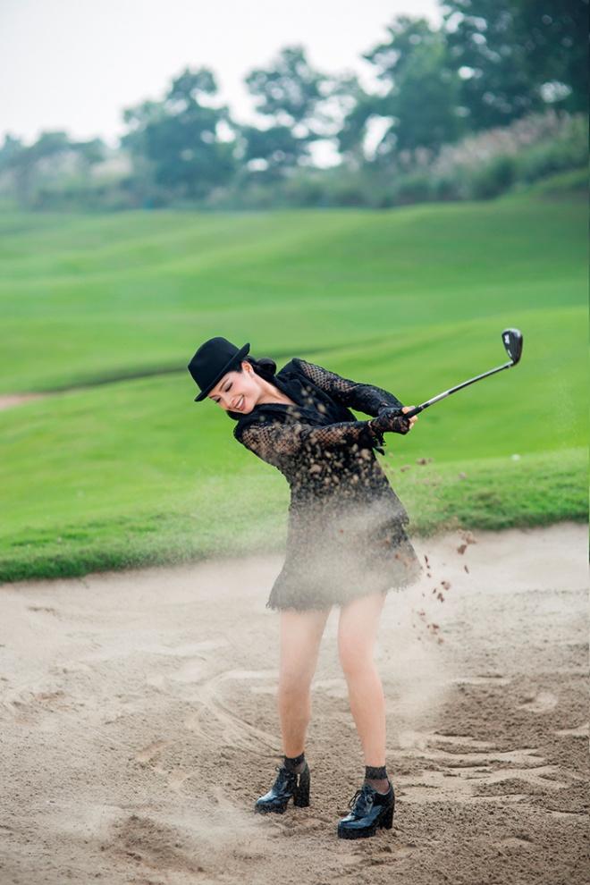 Thúy Hằng - Thúy Hạnh cổ điển và sang trọng khi hóa thân làm golf thủ-4