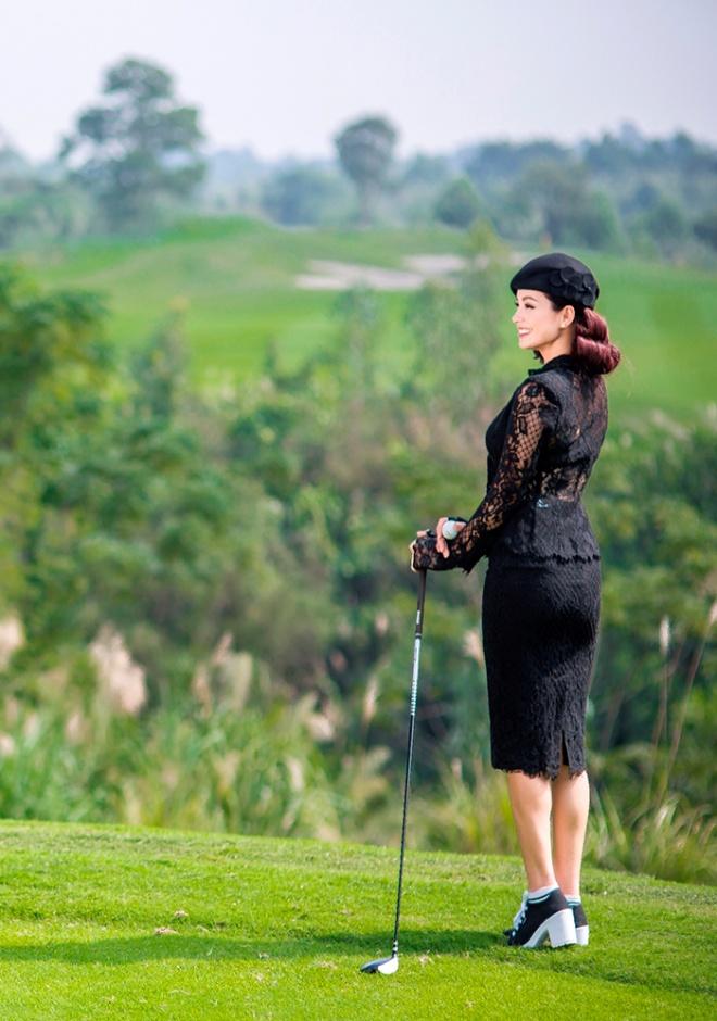Thúy Hằng - Thúy Hạnh cổ điển và sang trọng khi hóa thân làm golf thủ-5