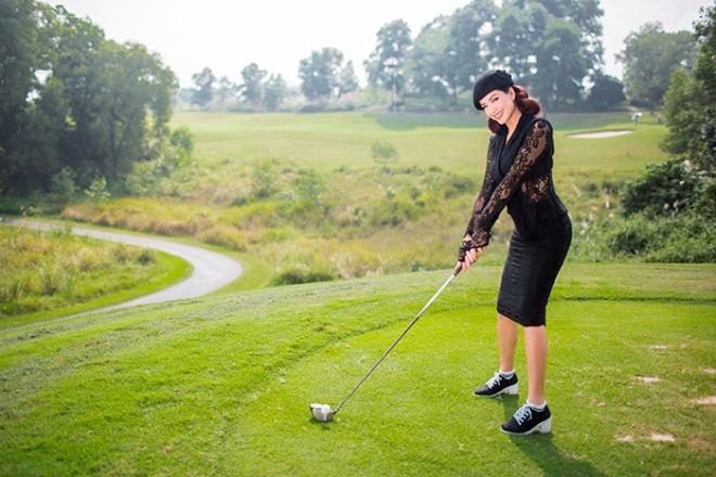 Thúy Hằng - Thúy Hạnh cổ điển và sang trọng khi hóa thân làm golf thủ-7
