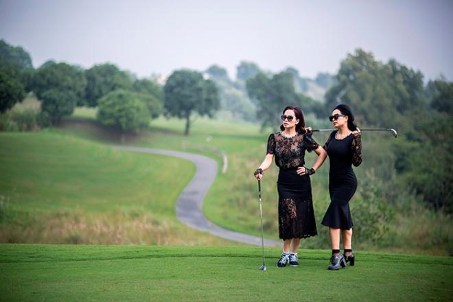 Thúy Hằng - Thúy Hạnh cổ điển và sang trọng khi hóa thân làm golf thủ-8