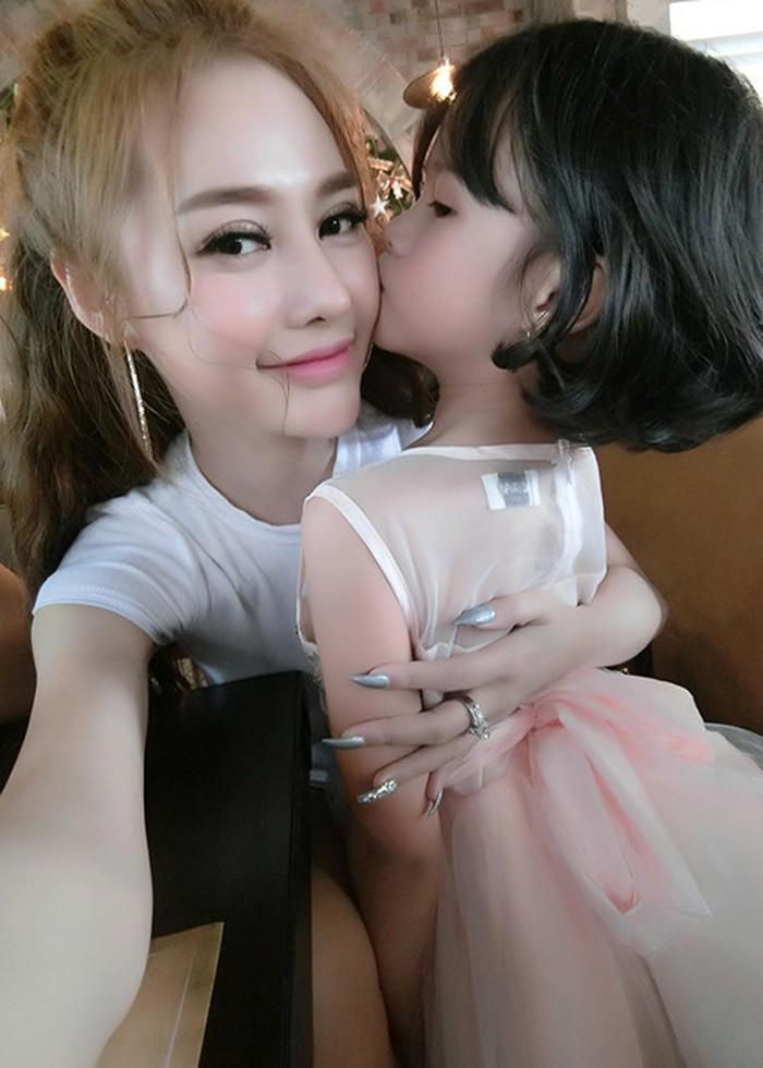 Bố mẹ đều có người tình mới, con gái Lâm Vinh Hải giờ sống thế nào?-11