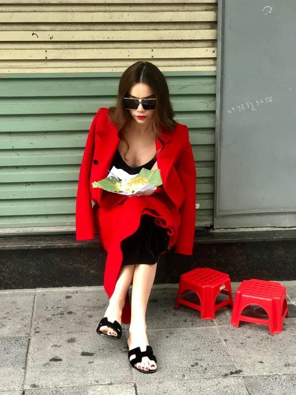 Đi ăn xôi cũng phải sang chảnh như Hà Hồ: Đeo kính râm, diện áo đỏ rực nổi bật cả góc phố-1