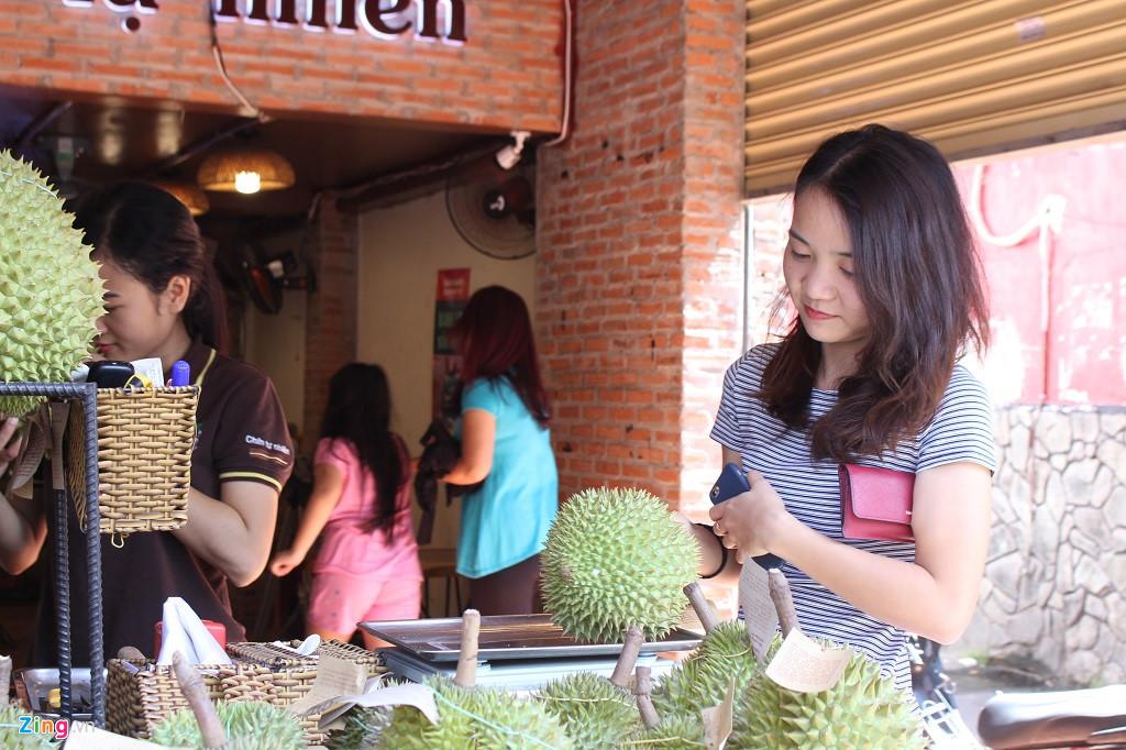 Sầu riêng 200.000 đồng/kg hoặc buffet 299.000 đồng/ người ở Sài Gòn-1