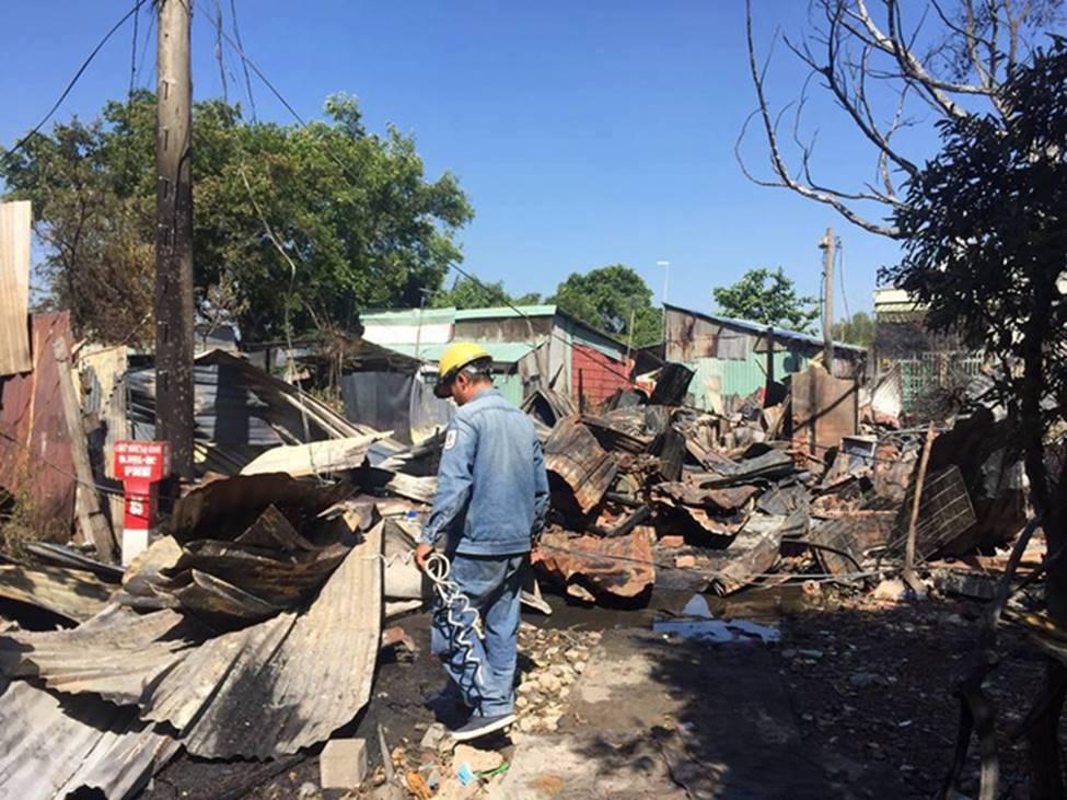 TP.HCM: 8 căn nhà bị cháy rụi sau cơn hỏa hoạn, may mắn không có ai thương vong-4