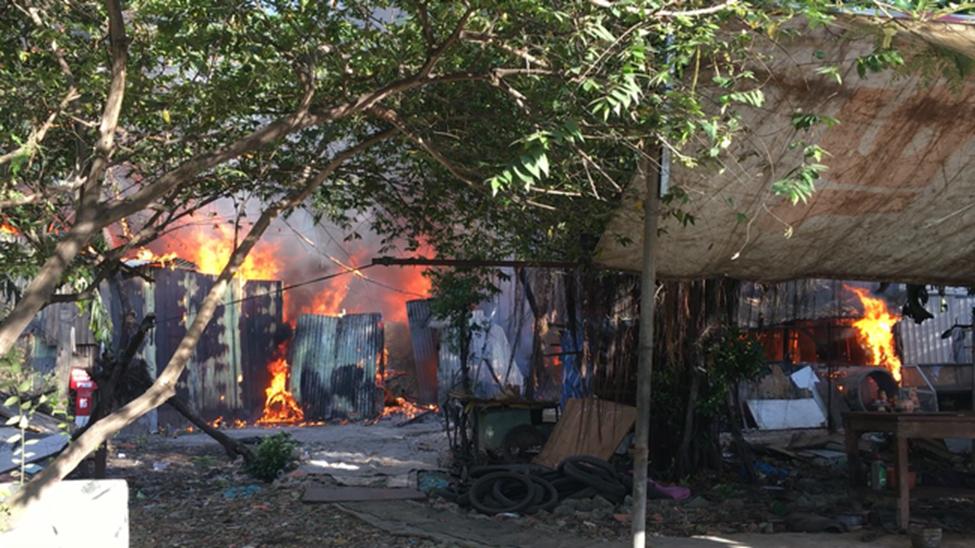 TP.HCM: 8 căn nhà bị cháy rụi sau cơn hỏa hoạn, may mắn không có ai thương vong-1