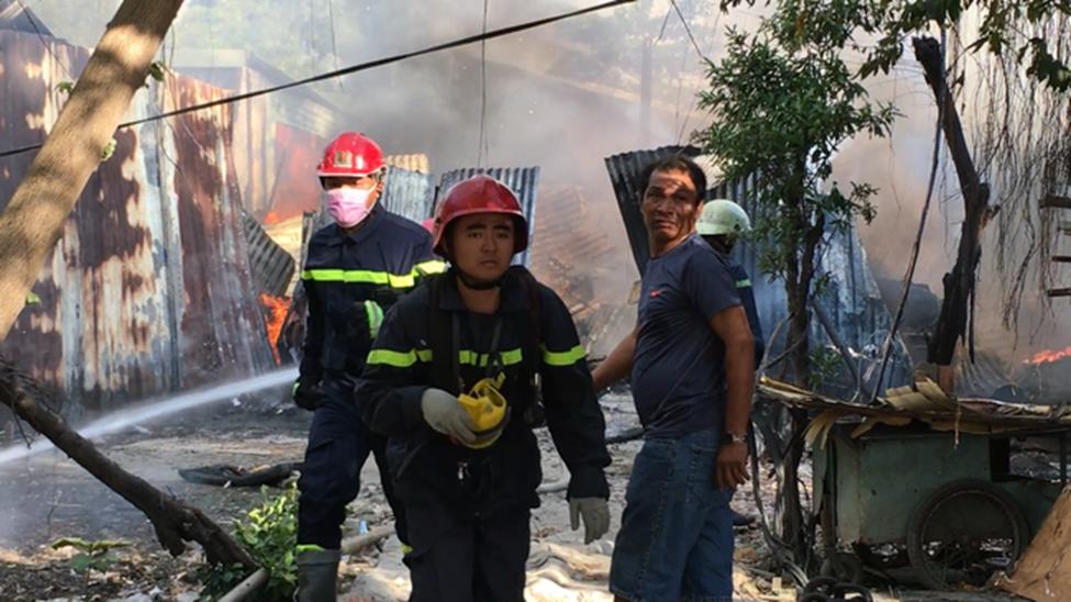 TP.HCM: 8 căn nhà bị cháy rụi sau cơn hỏa hoạn, may mắn không có ai thương vong-2
