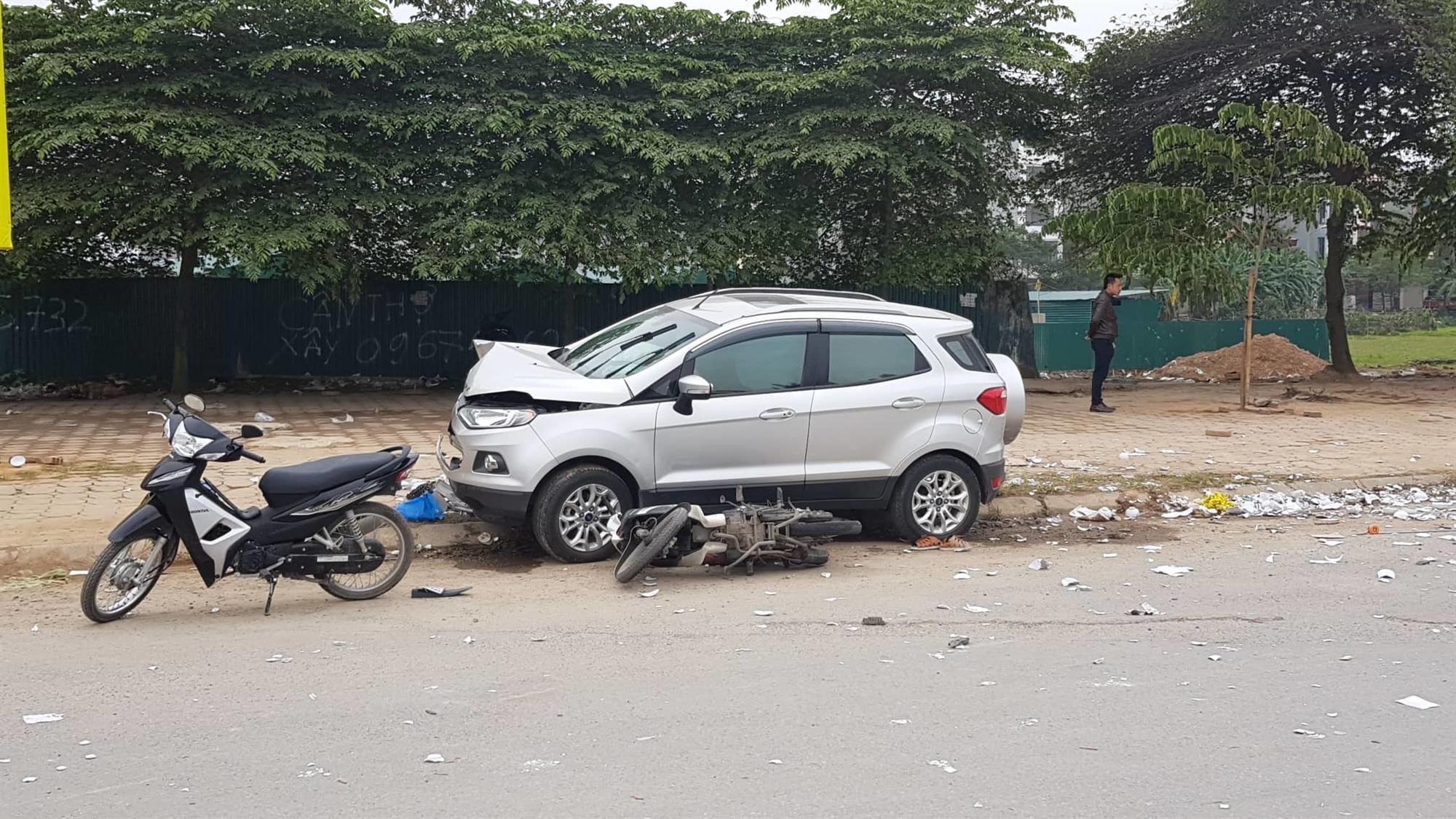 Hà Nội: Ô tô tông liên hoàn, 2 vợ chồng chết thảm trên đường đi ăn cỗ về-1