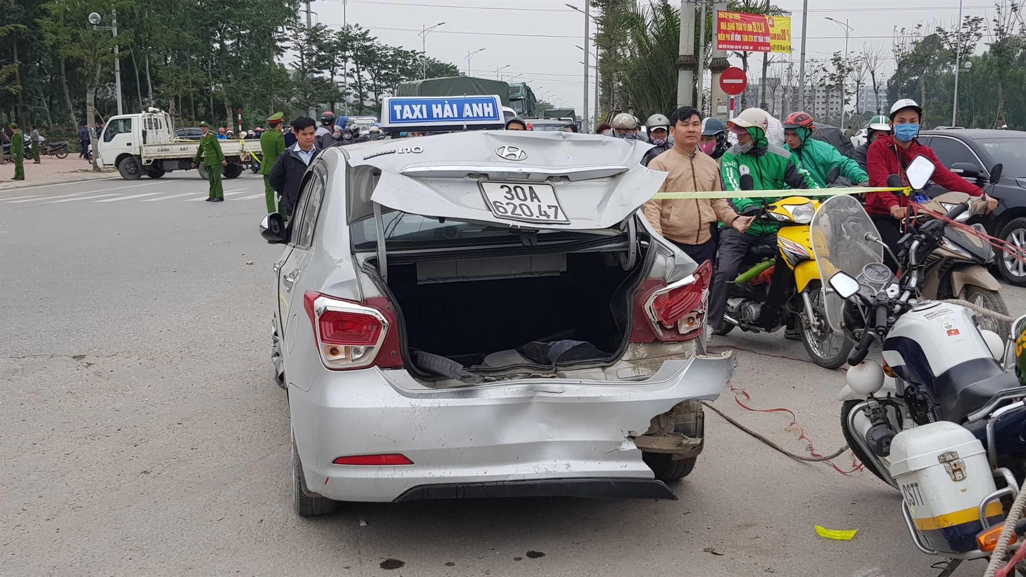 Hà Nội: Ô tô tông liên hoàn, 2 vợ chồng chết thảm trên đường đi ăn cỗ về-3