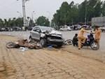 TP.HCM: Xe ben cuốn 2 xe máy vào gầm rồi lật ngang khiến 1 người chết, 2 người bị thương-4