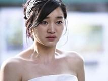 27 tuổi mới cưới, ngay đêm tân hôn vợ trẻ chết điếng vì bị chồng mỉa mai: Không có anh em ế sưng sỉa lên