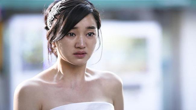 27 tuổi mới cưới, ngay đêm tân hôn vợ trẻ chết điếng vì bị chồng mỉa mai: Không có anh em ế sưng sỉa lên-2