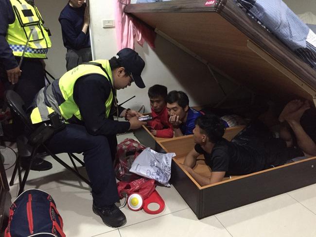 Bị tóm vì sử dụng ma tuý ở Đài Loan, thanh niên Việt đưa cảnh sát về nhà bắt thêm 3 bạn đang trốn dưới gầm giường-2