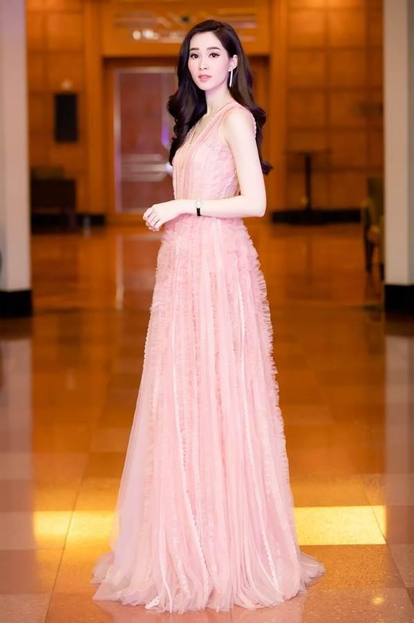 Hoa hậu Đặng Thu Thảo đẹp không tì vết với sắc hồng pastel-1