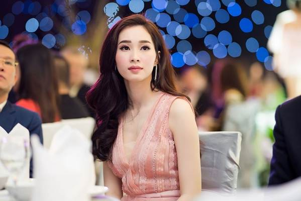 Hoa hậu Đặng Thu Thảo đẹp không tì vết với sắc hồng pastel-6