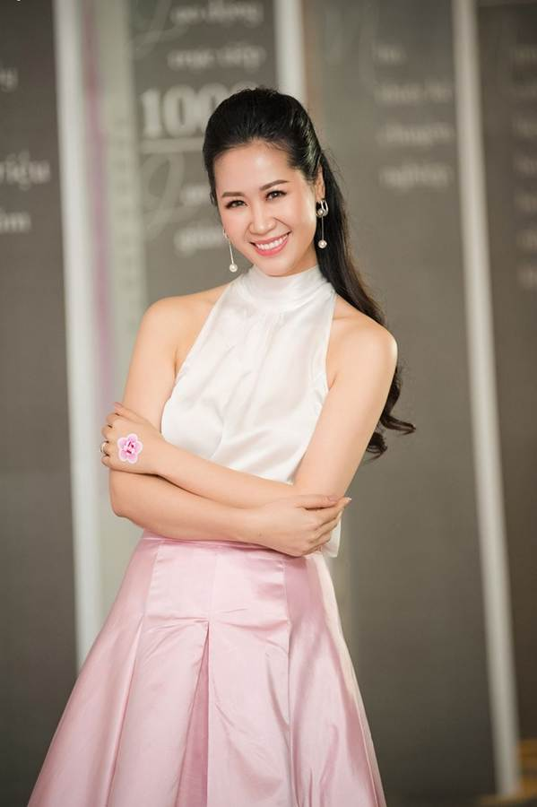 Hoa hậu Đặng Thu Thảo đẹp không tì vết với sắc hồng pastel-7