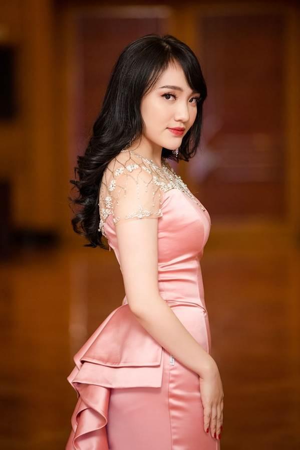 Hoa hậu Đặng Thu Thảo đẹp không tì vết với sắc hồng pastel-16