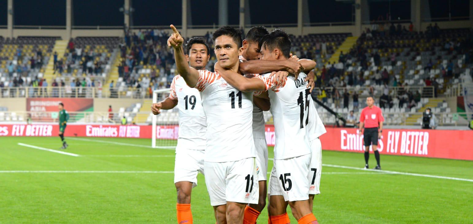 Thái Lan thua sấp mặt trận ra quân, fan Việt hùa cùng fan Ấn Độ dìm người láng giềng xuống đáy-1
