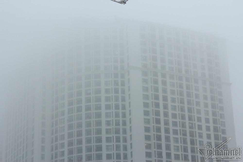 Hà Nội đặc quánh sương mù, cao ốc mất hút-9