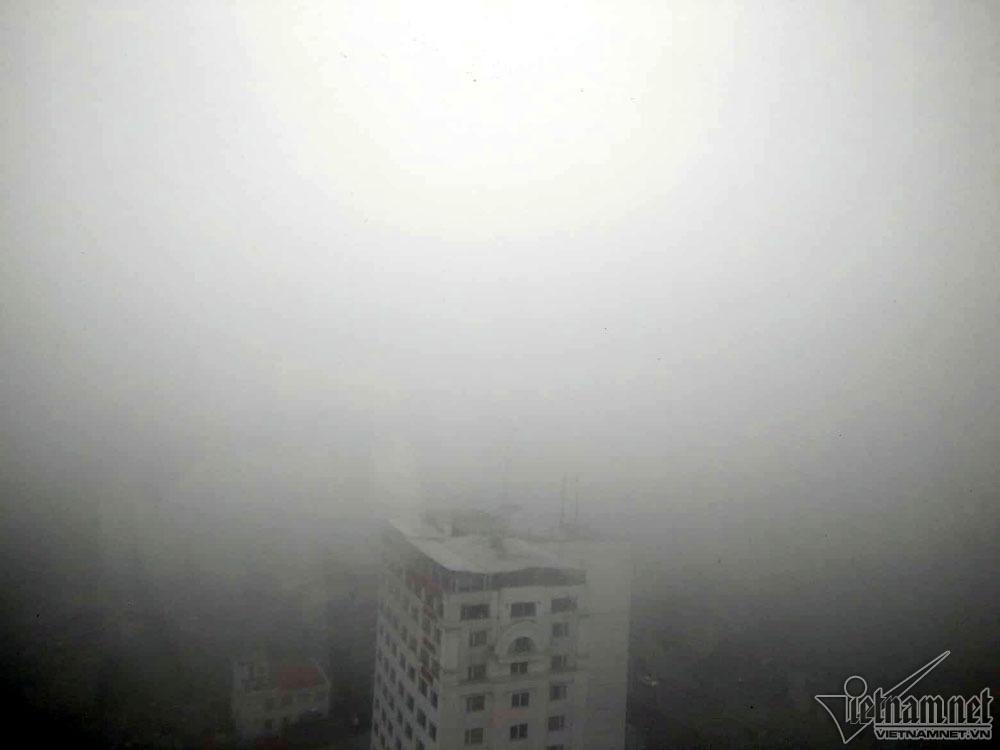 Hà Nội đặc quánh sương mù, cao ốc mất hút-11
