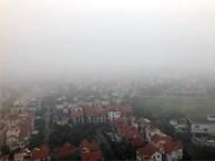 Hà Nội đặc quánh sương mù, cao ốc mất hút