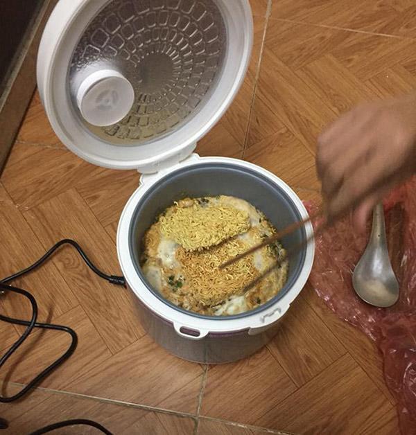 """Tuyệt chiêu nấu cơm sinh viên bá đạo"""", dân tình thốt lên: Học làm gì, đi làm bếp trưởng ngay""""-8"""