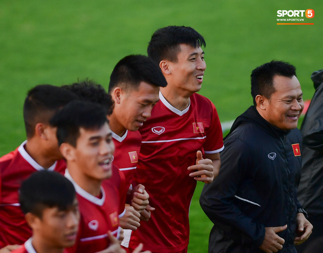 Xuân Trường cười tỏa nắng trong buổi tập trước trận ra quân tại Asian Cup 2019-9