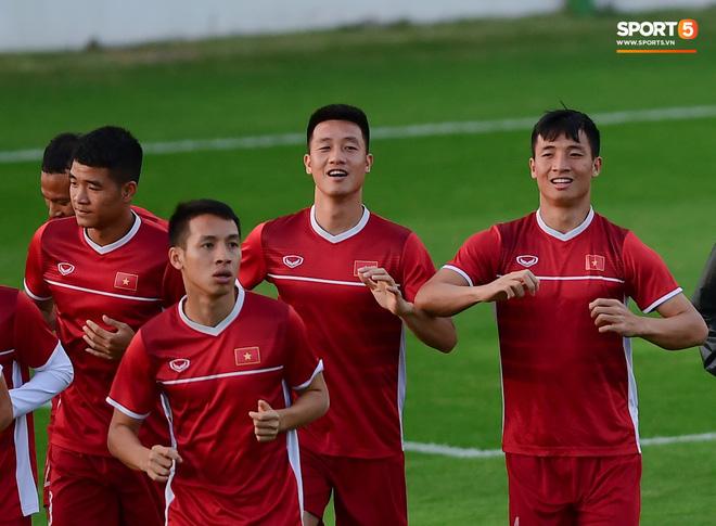 Xuân Trường cười tỏa nắng trong buổi tập trước trận ra quân tại Asian Cup 2019-8