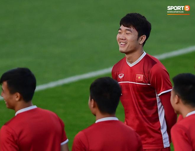 Xuân Trường cười tỏa nắng trong buổi tập trước trận ra quân tại Asian Cup 2019-2