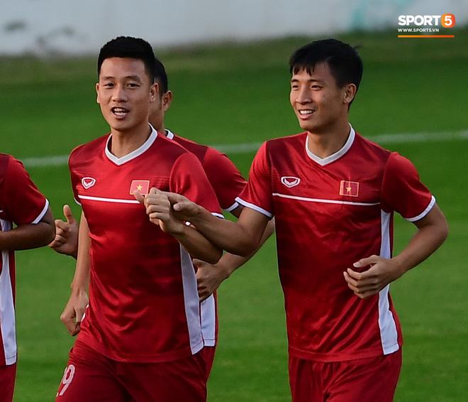 Xuân Trường cười tỏa nắng trong buổi tập trước trận ra quân tại Asian Cup 2019-7