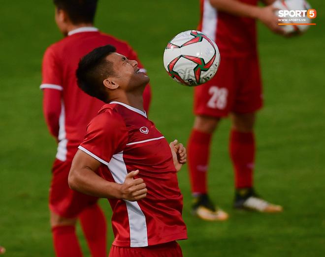Xuân Trường cười tỏa nắng trong buổi tập trước trận ra quân tại Asian Cup 2019-14