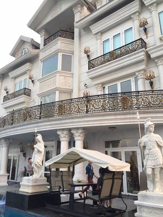 Biệt thự xa hoa như cung điện của các mỹ nhân Việt-6