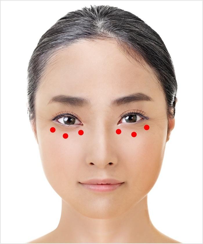 1 phút thực hiện phương pháp này của Nhật Bản, mắt gấu trúc nhăn nheo sẽ trẻ đẹp tức thì-5