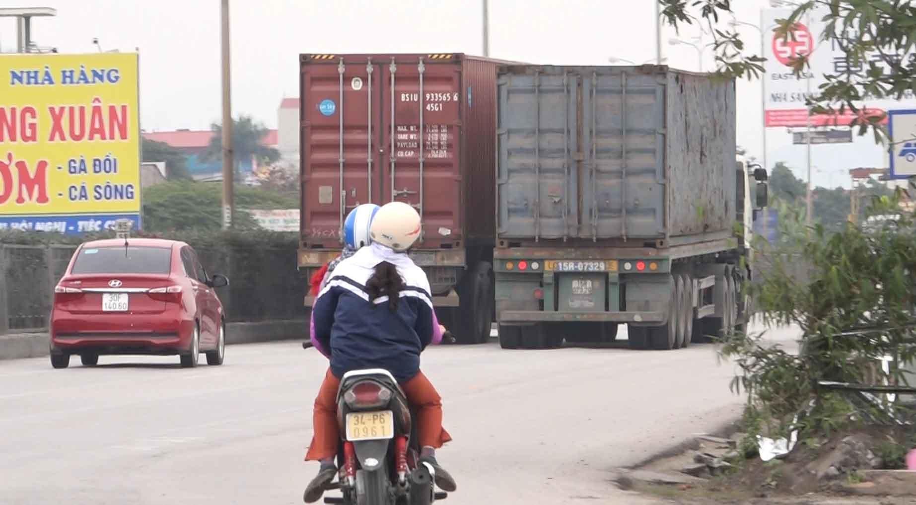 Hãi hùng xe container lao vun vút lấn làn, vượt ẩu-6