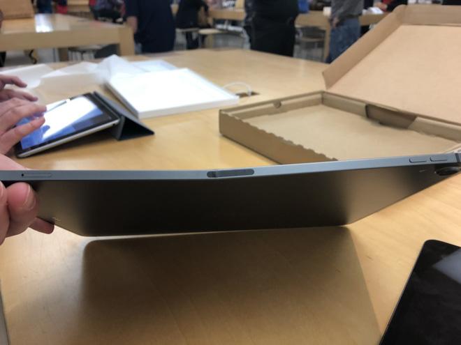Được Apple đổi bảo hành iPad mới, khổ chủ miệng cười méo xệch khi mở hộp thấy cảnh tượng này-2