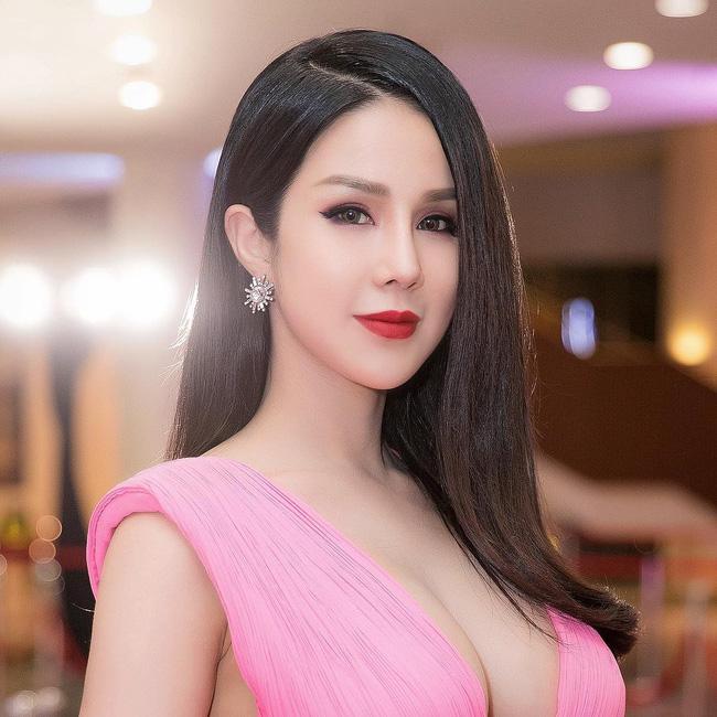 Diệp Lâm Anh tại WeChoice Awards: Quá đỗi xinh đẹp nhưng bất ngờ nhất là có thể khiến người khác thất nghiệp vì điều này-5