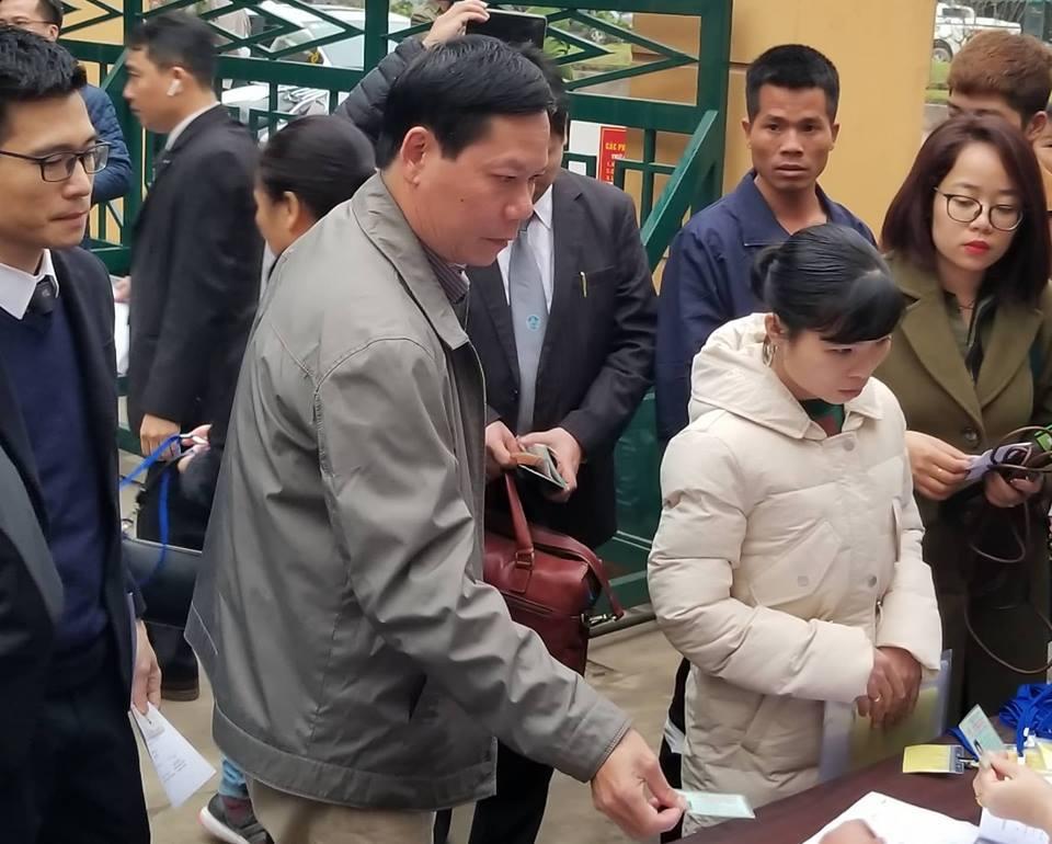 Hoãn phiên tòa do bác sĩ Hoàng Công Lương vắng mặt-1