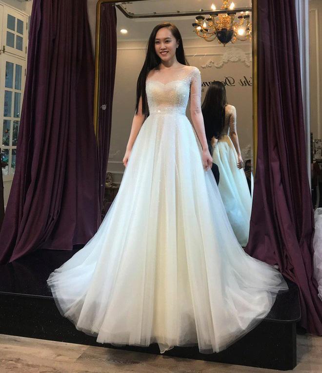 NSND Trung Hiếu đưa bà xã kém 19 tuổi đi thử váy cưới trước ngày trọng đại-2
