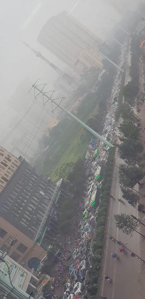 Tắc đường kinh hoàng ở Hà Nội sáng nay: Qua 20 cái đèn xanh rồi mà vẫn không thể di chuyển-7