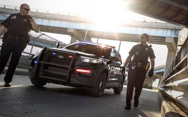 Xe cảnh sát Mỹ - Bản sao của Ford Explorer thế hệ mới-2