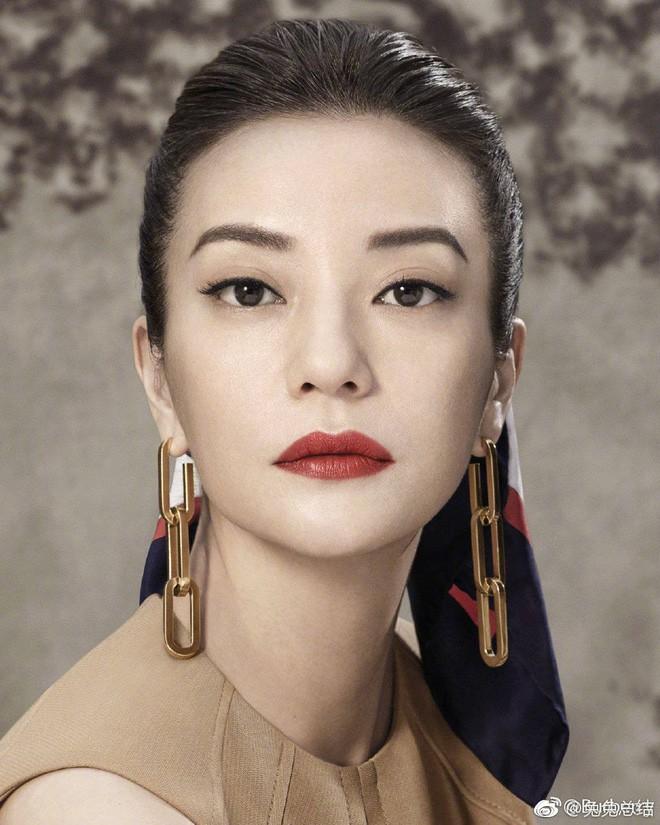 """Đổi kiểu tóc và makeup, Triệu Vy khiến dân tình xôn xao: người khen thời thượng, người chê Én nhỏ mà như Diều hâu""""-3"""