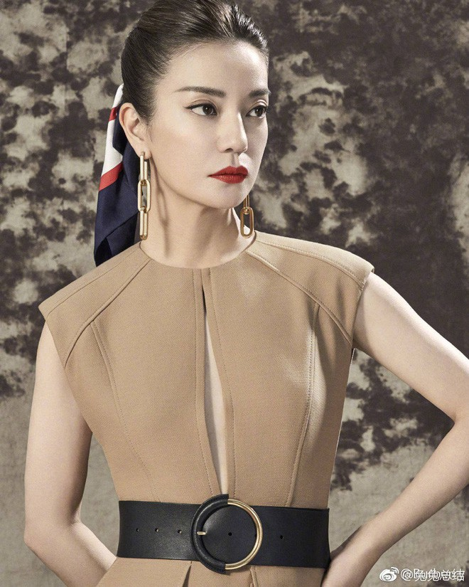 """Đổi kiểu tóc và makeup, Triệu Vy khiến dân tình xôn xao: người khen thời thượng, người chê Én nhỏ mà như Diều hâu""""-5"""