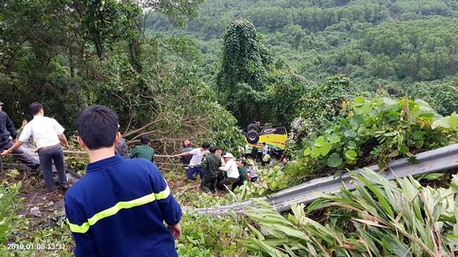 Xe khách rơi trên đèo Hải Vân, 23 người bị nạn-1