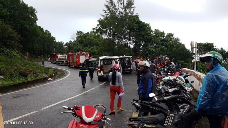 Xe khách rơi trên đèo Hải Vân, 23 người bị nạn-2