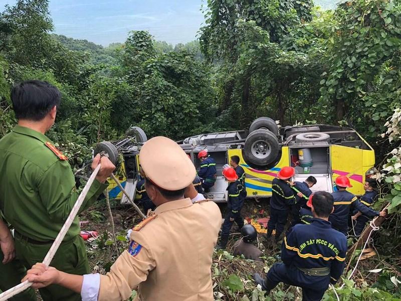 Xe khách rơi trên đèo Hải Vân, 23 người bị nạn-5