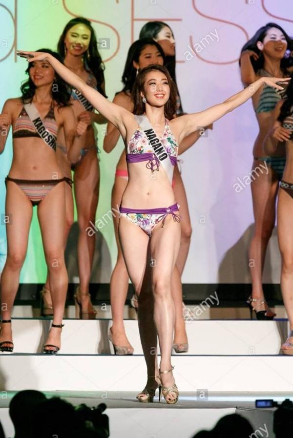 Cười lả đi vì màn tạo dáng bá đạo khi thi bikini của thí sinh Hoa hậu Hoàn vũ Nhật Bản-6