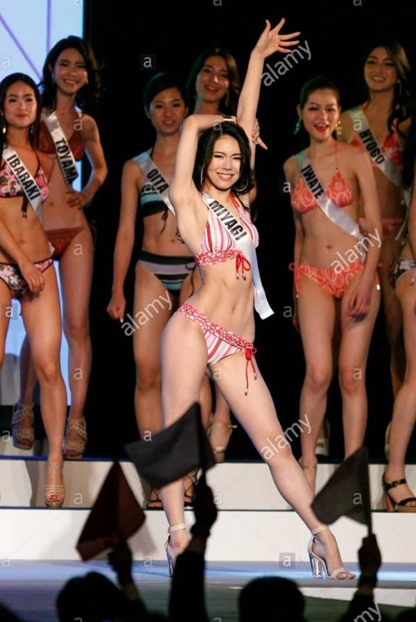 Cười lả đi vì màn tạo dáng bá đạo khi thi bikini của thí sinh Hoa hậu Hoàn vũ Nhật Bản-9