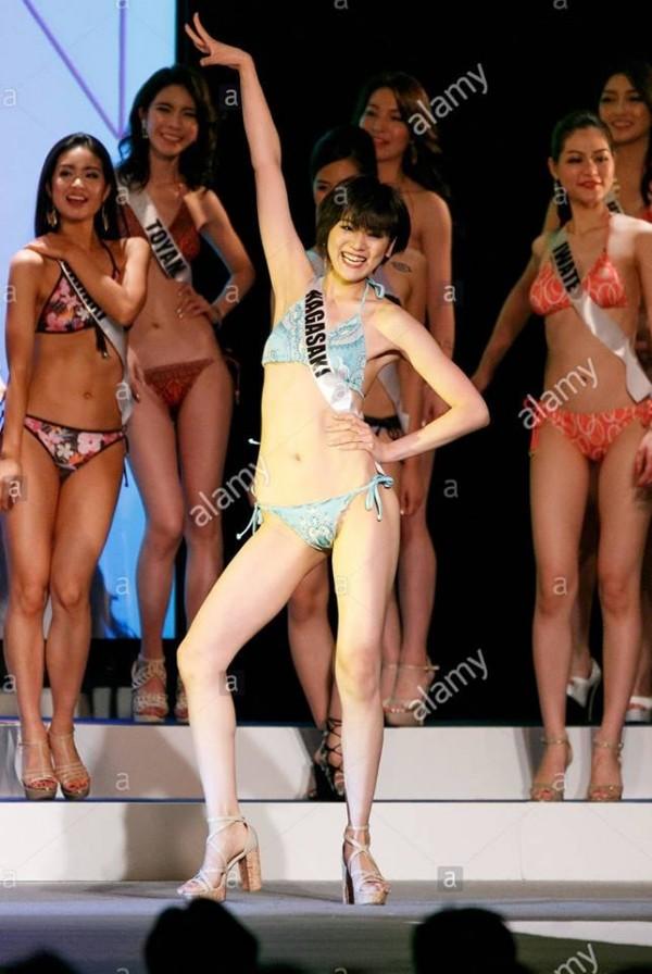 Cười lả đi vì màn tạo dáng bá đạo khi thi bikini của thí sinh Hoa hậu Hoàn vũ Nhật Bản-12