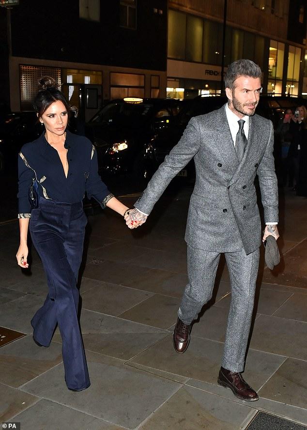 Tươi trẻ, sành điệu khi sánh đôi với chồng nhưng điểm cố hữu này trên gương mặt Victoria mới là điều gây chú ý-2